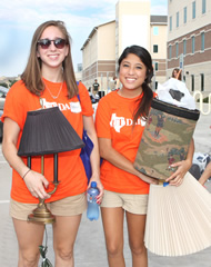 Two UT Dallas students on move-in day